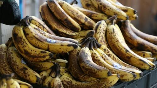 Nu arunca bananele cu coaja înnegrită! Te apără de cancer! Află cum