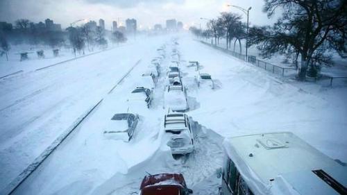 Atenţie pe unde călătoriţi! Cod roşu şi portocaliu de ninsoare joi şi vineri în Serbia