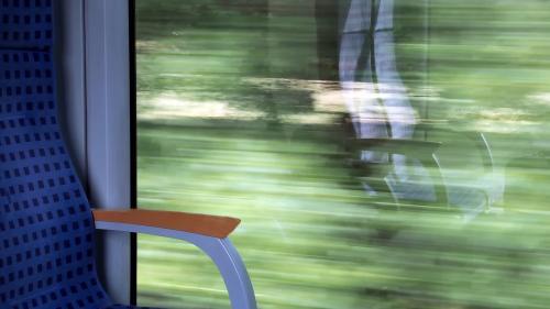 Suferindul de epilepsie trebuie să evite locul de la fereastră în tren