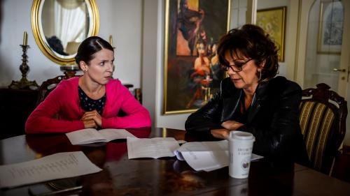 """Carmen Tănase și Cosmina Dobrotă, mărturisiri din culisele serialului """"Fructul oprit"""": """"Potrivirea între partenerii de joc este ca improvizația în jazz"""""""