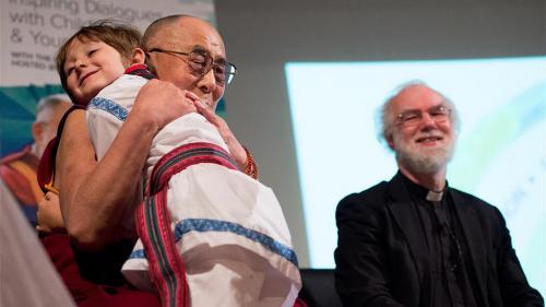 Darius, micul filantrop care i-a cântat lui Dalai Lama