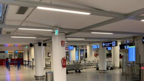 Incendiu pe un aeroport din Roma! Mii de călători au fost evacuaţi din terminal şi mai multe curse aeriene au fost anulate