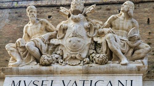 Vaticanul confirmă că există instrucțiuni secrete pentru preoții tați
