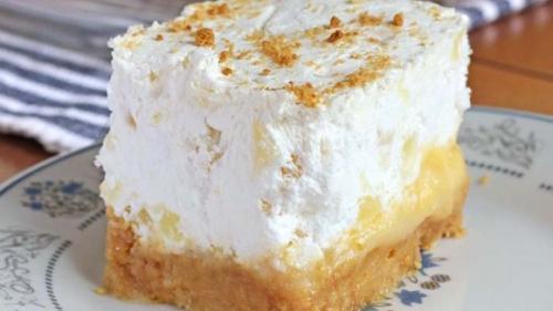 Reţeta zilei: Prăjitură cu ananas şi nuci
