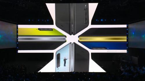 """Samsung a dezvăluit noul Galaxy Fold, telefonul care se """"deschide"""""""