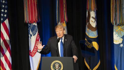 Trump pasează combatanții SI