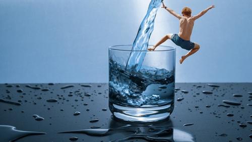 Dieta japoneză cu apă. Ce se întâmplă cu creierul nostru atunci când bem apă pe stomacul gol?
