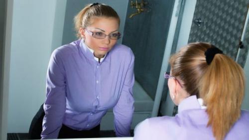 Ce afecțiuni poți depista privindu-te în oglindă