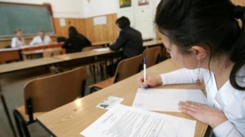 Simulare Evaluare Națională: Peste 50% dintre elevii prezenți au avut medii peste 5