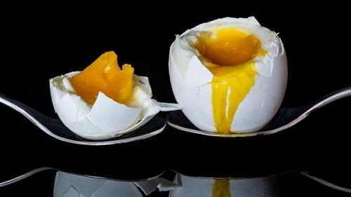 Tu știi care e timpul corect pentru fierberea unui ou moale? Află secretul