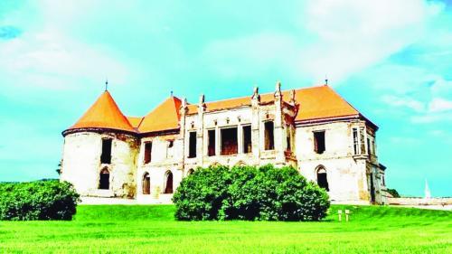 Târguri gastronomice şi dansuri, în vechile castele ale Transilvaniei