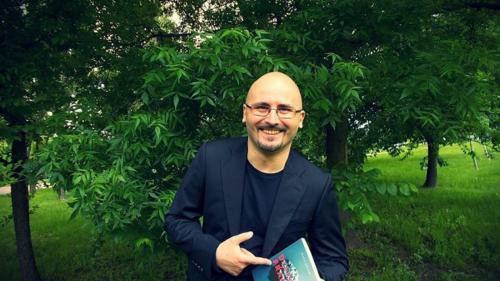 Radu Găvan: Scriitorii sunt diavoli sau zei, dar și fragili în fața celorlalți