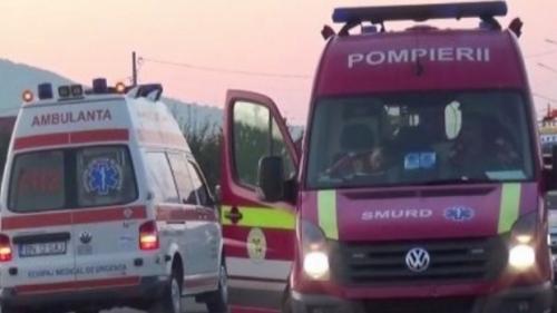 Update - Gorj: Patru oameni, răniţi grav în urma prăbuşirii unei traverse de pod. A fost activat planul roşu