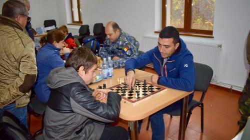 Proiect de succes: table de şah, contra peturi