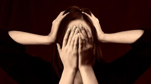 Psiholog:Cyberbullying, mai periculos decât cel din școală