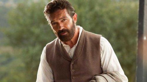 Actorul Antonio Banderas spune că infarctul suferit în urmă cu doi ani l-a ajutat să se reinventeze