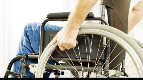 Ministrul Muncii, Marius Budăi spune că există bani pentru asistenții persoanelor cu handicap