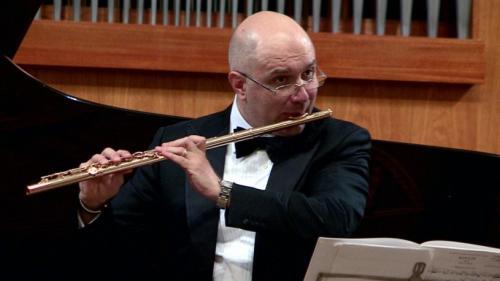 Concert extraordinar la Ateneul Român avându-l ca solist pe flautistul Ion Bogdan Ştefănescu. Dirijor, Camil Marinescu