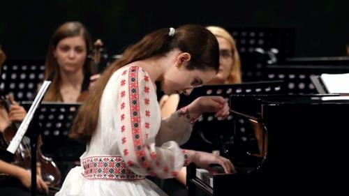 Eva Garet, copilul minune al pianisticii românești... protagonista Turneului Citadele Muzicale 8