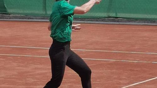 Halep sare peste Serena Williams