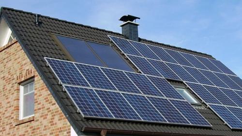 Subvenţiile îi încurajează pe români să devină producători de energie verde