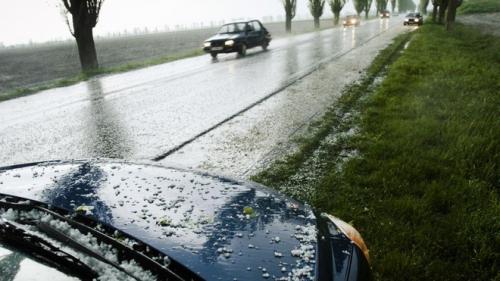 Alertă METEO. Ploi torenţiale, vijelii şi grindină la nivelul întregii ţări, până la ora 23:00