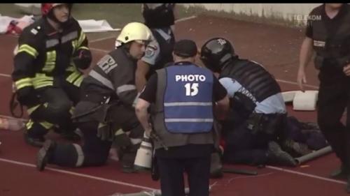 Jandarmul lovit cu un scaun în cap la meciul Universității Cluj se află în stare gravă la spital