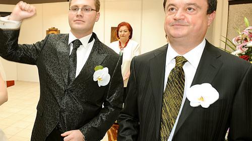 """Familia """"liberalului"""" Vasile Blaga derulează afaceri cu instituţiile conduse de PSD"""