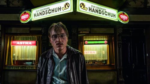 """""""The Golden Glove"""" - thrillerul șoc al lui Fatih Akin despre un criminal în serie, din 21 iunie în cinema"""