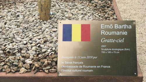 O lucrare a artistului Ernö Bartha, amplasată în Jardin du Luxembourg din Paris