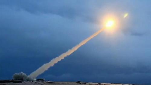 Rusia efectuează manevre militare cu rachete în Crimeea