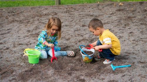 ANPC: Amenzi de 324.000 de lei, aplicate după controale ce au vizat exploatarea locurilor de joacă pentru copii
