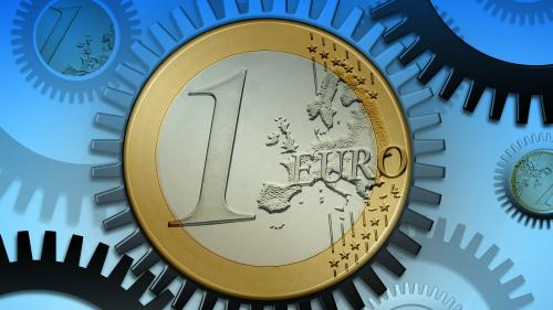 Moneda naţională se depreciază în raport cu euro, dar câştigă teren în faţa dolarului american