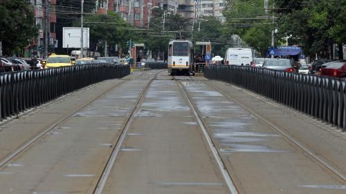 Un bărbat a fost rănit uşor după ce două tramvaie s-au tamponat pe Bulevardul Vasile Milea