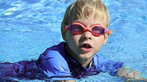 Cum te poate afecta clorul din piscină
