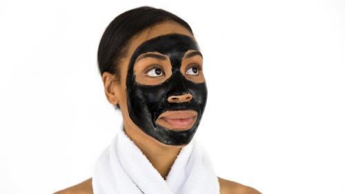 """Pori dilatați. Ce soluții ai să elimini aceste """"imperfecțiuni"""" ale pielii?"""