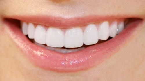 9 sfaturi pentru albirea dinților