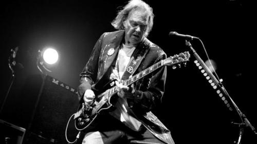 """Celebrul cantautor Neil Young  își va lansa albumul """"Colorado"""" în toamnă"""