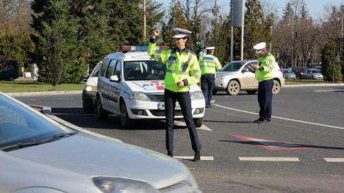 S-a modificat Codul Rutier: Sancţiuni mai dure pentru cei care folosesc telefonul în timp ce se află la volan