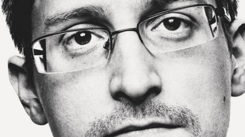 """Autobiografia lui Edward Snowden, """"Dosar permanent"""", lansată în România"""