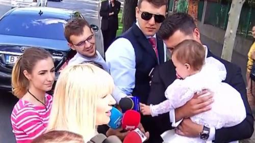 Elena Udrea și-a botezat astăzi fetița. O cheamă Eva Maria și a împlinit un an