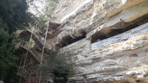 """Mănăstirea Aladzha, cea mai """"populară"""" dintre bisericile săpate în piatră"""