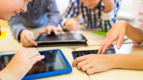Cât de periculos este ecranul calculatorului sau telefonului pentru ochii copilului