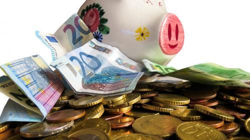 Ai bani la bancă? Inflația îi cheltuie în locul tău
