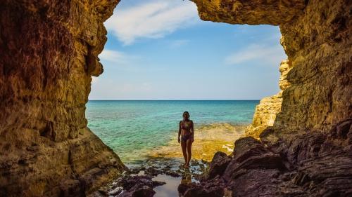 Moș Crăciun merge la plajă, în Cipru