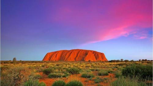 Ascensiunea muntelui Uluru din Australia va fi interzisă