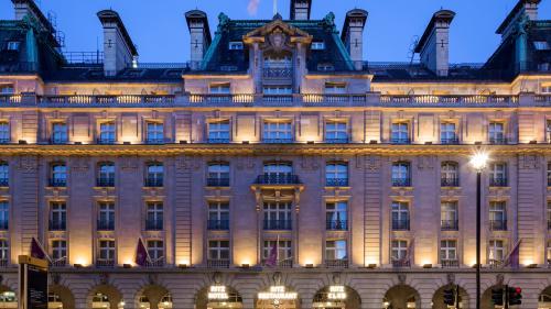 Celebrul hotel Ritz din Londra ar putea fi vândut cu aproape un miliard de dolari