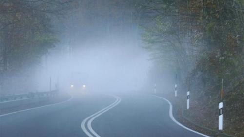 Cod galben de ceaţă în localităţi din 14 judeţe, luni dimineaţa