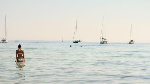 """Distracție continuă pe """"Insula Albă"""" - Ibiza"""