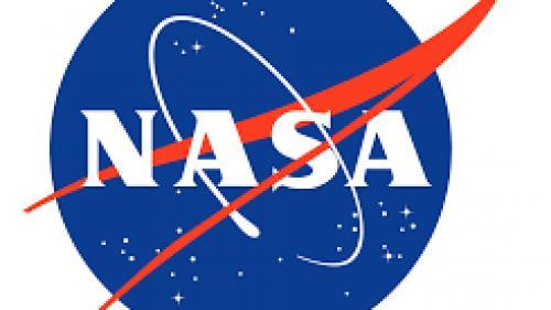 NASA a prezentat două costume spațiale care vor fi purtate de astronauți pe Lună